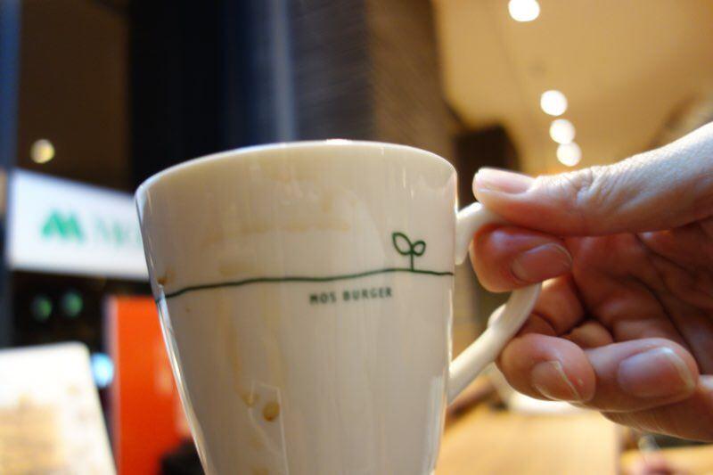 モスバーガーで頼んだコーヒーのカップが汚れていたのは何かの間違いだと思う05